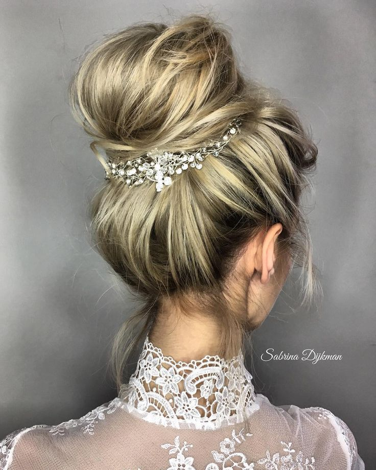 Hairstyles for Every Wedding Dress Neckline. Whether you're a summer ,winter bride or a destination bride, so make sure your hairstyle shows the pretty garment off as much as possible. Here you'll find a round-up of hairstyles that complement each wedding dress neckline, from sweetheart neckline