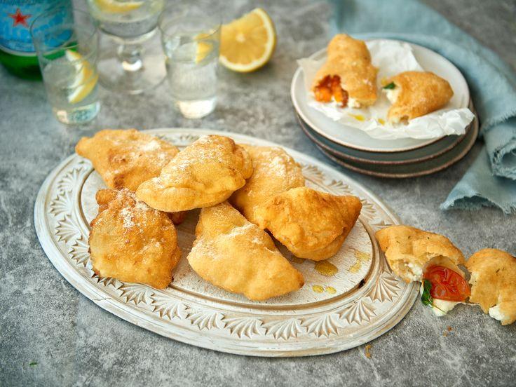 Italienska piroger med ost och soltorkade tomater | Recept från Köket.se