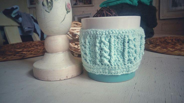 Cubre taza tejido a crochet. Crochet cable trenzas.