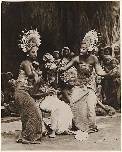 André ROOSEVELT, Balinese dancers