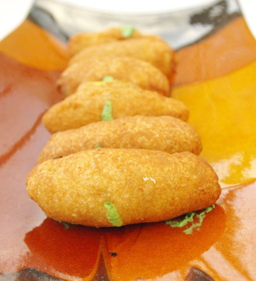 """Recette de pains aux légumes indiens en vidéo Bonjour et bienvenue dans ma cuisine . Aujourd'hui nous allons cuisiner des """" bread rolls """". Ce sont des sandwiches chauds qu'on peut aussi utiliser en entrée . Pour cette recette indienne, il nous faut :..."""