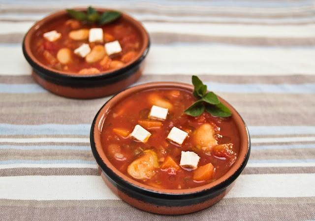 W Grecji zupa ta znana jest pod nazwą Fasoulada