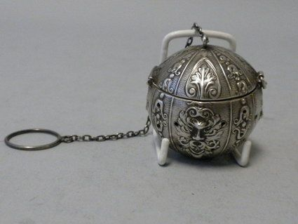 American sterling silver tea ball of round shape with fleur de lis decoration has the face of the north wind depicted in 4 spots around the body of the tea ball.: Teas Infused, Teas Eggs, Teas Ball, Teas Strainer, Teas Time, Teas Leaves, Antiques Teas, Ball Teas, Silver Teas