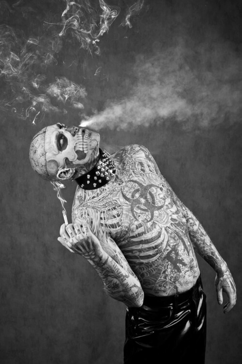 парень ебет зомби