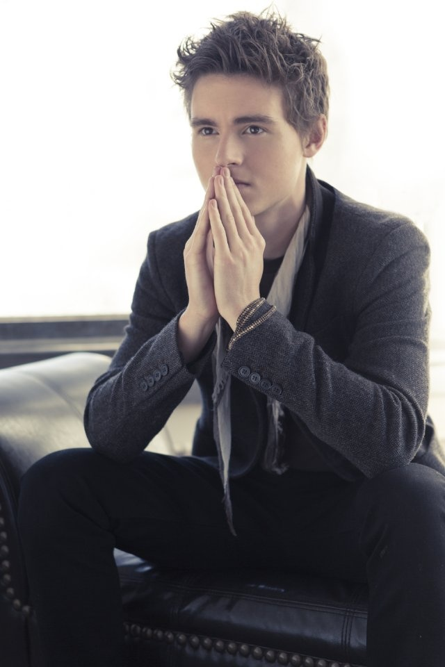 Callan McAuliffe  and he's doing the Sherlock thinking pose, love it.