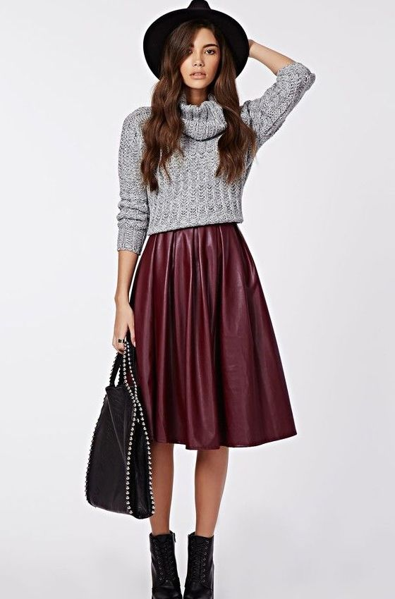 Широкая кожаная юбка и свитер