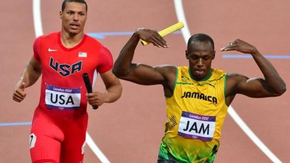 Après l'or sur 100 m et 200 m, Usain Bolt a remporté un troisième titre londonien samedi 11 août sur le relais 4x100 m. Le Jamaïquain a remporté la course avec ses coéquipiers Nesta Carter, Michael Frater et Yohan Blake en 36'84, un nouveau record du monde !!