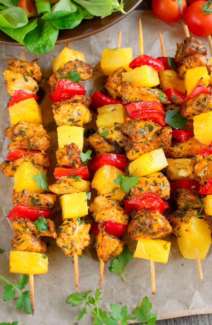 Szaszłyki z ananasem, kurczakiem i papryką