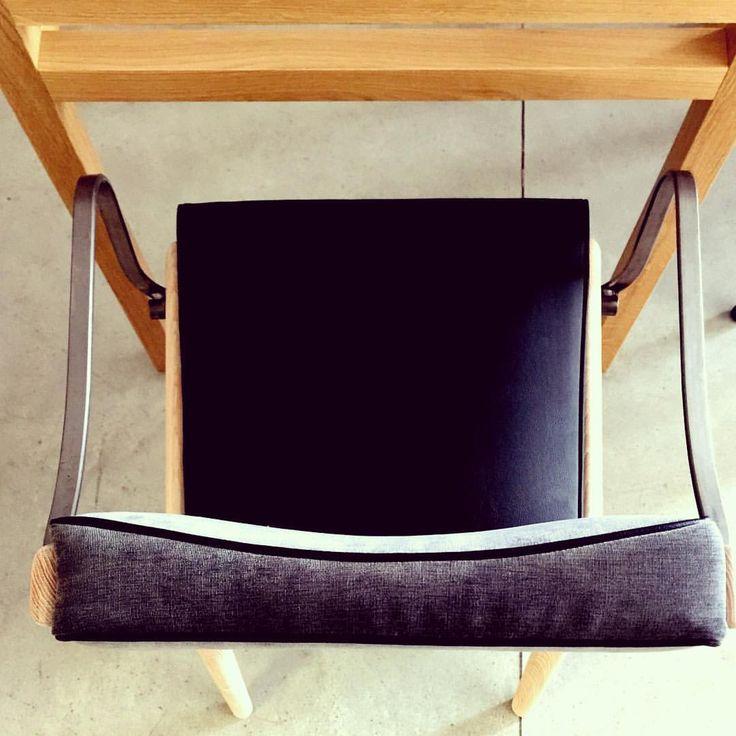 """Tavolo cubico e Custom Chair in legno di rovere, frassino e faggio #customtable #customchair #lab83…"""""""