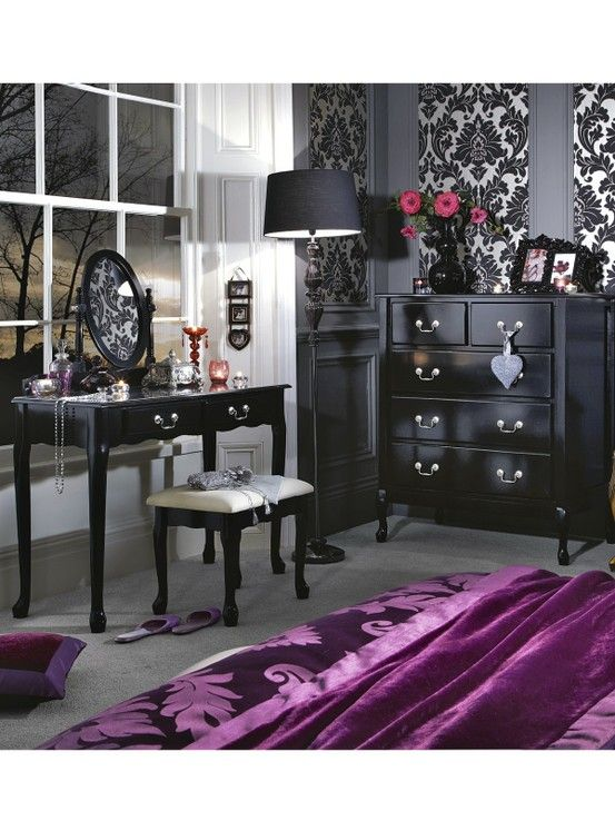 just needs a dark purple bedding set, and some grey in the decor and it would b great