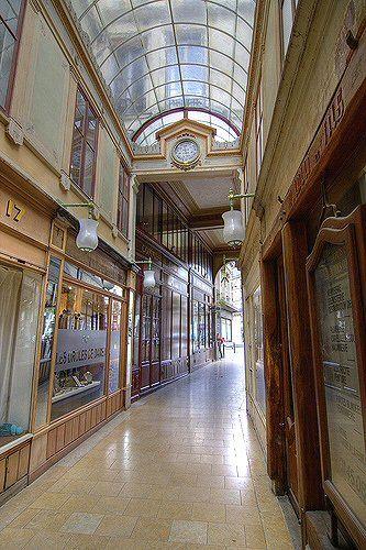 passage du Bourg-l'Abbé ,entrée rue St Denis- Paris 2ème