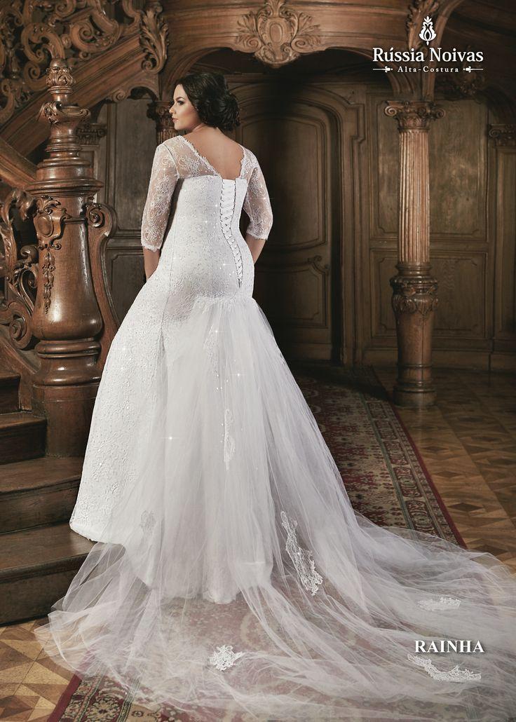 RAINHA - O título de Rainha está no topo da hierarquia da realeza, esbanjando elegância e graciosidade soberana, assim como este vestido. Para saber mais, acesse: www.russianoivas.com #vestidodenoiva #vestidosdenoiva #weddingdress #weddingdresses #brides #bride