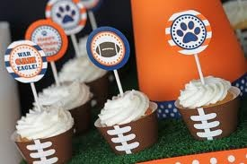 Football cupcake liners.Cupcakes Please, Cupcake Liners, Bowls Parties, Cupcakes Liner, Cake Cupcakes, Birthday Parties, Fabulous Food, Superbowl Parties, Football Cupcakes