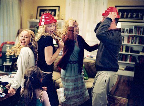 Still of Kate Hudson, Felicity Huffman, Sean O'Bryan, Hayden Panettiere and Abigail Breslin in Raising Helen