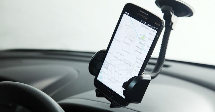 Waze vs. Google Maps: Which map app should you be using?