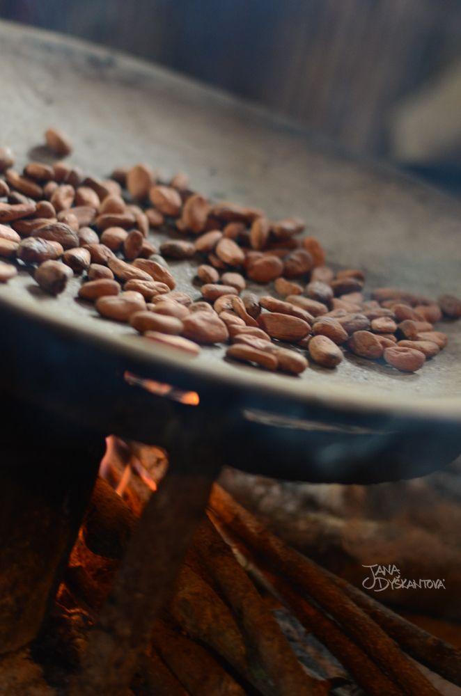 Guatemala, Lanquín - Handmade Chocolate with Maya family  http://janadyskantova.cz/gallery/central-america/