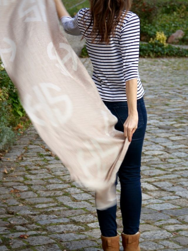 Fall Outfit with camel Ugg Lammfellstiefel hans&sophie Schal