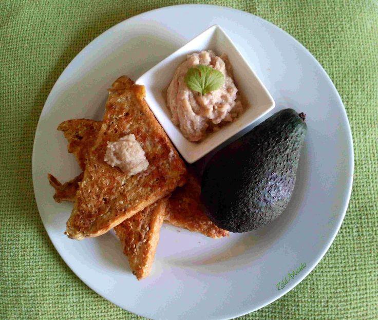 Reggelire fel! - szezámmagos bundáskenyér, padlizsánkrémmel (laktózmentes) / Recept / padlizsán, tojás, teljeskiőrlésű kenyér, szezámmag, avokádó, lila hagyma, fokhagyma, fűszerek