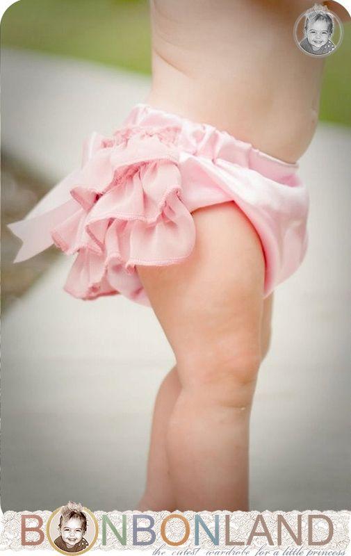 omg omg omg omg: Babies, Pink Ruffles, Ruffles Butts, Baby Bloomers, Bloomers Diapers, Ruffles Baby, Diapers Covers, Baby Girls, Diaper Covers
