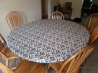 a small tutorial on how to make a vinyl tablecloth with elastic around the edge so it stays put.