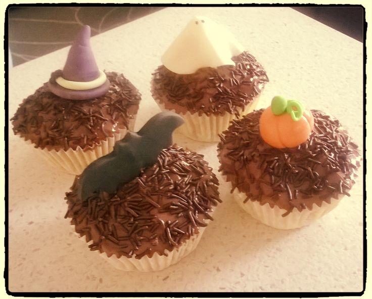 Halloween è vicinooooo... ecco i primi dolcetti mostruosi: cupcakes alla zucca e gocce di cioccolato con ganache di cioccolato