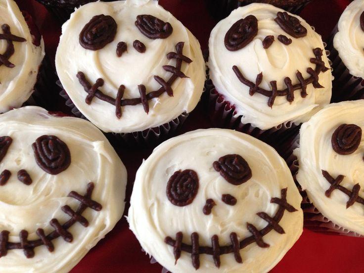 Creepy Halloween Skull Cupcakes in 2020 Creepy halloween