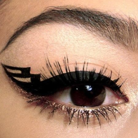 gold and eye liner