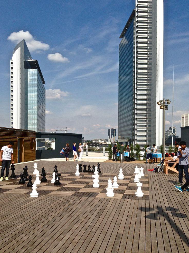 Skyline Garden Frankfurt auf dem Dach des am 29.8.2013 eröffneten Shopping Centers Skyline Plaza