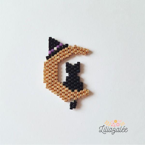 Chat noir sur Croissant de Lune tissage Brick Stitch en perles Miyuki par Liliazalée