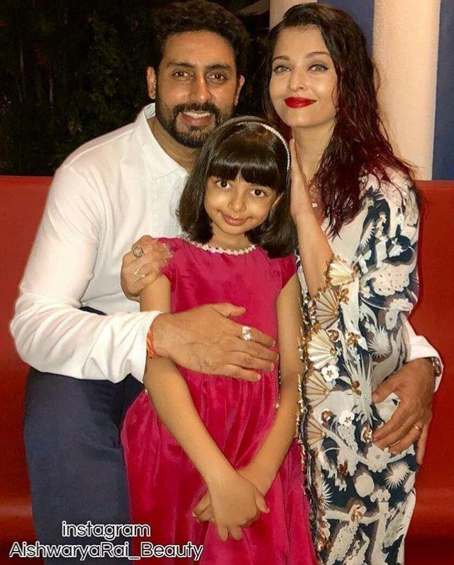 Aishwarya With Her Daughter Aaradhya And Husband Abhishek Bachchan Aishwarya Rai Bachchan Saree Sari