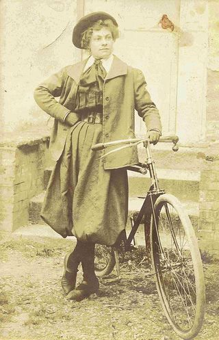 Love that this French female cyclist is wearing bloomers! Very Londonderry!!  via Flickr