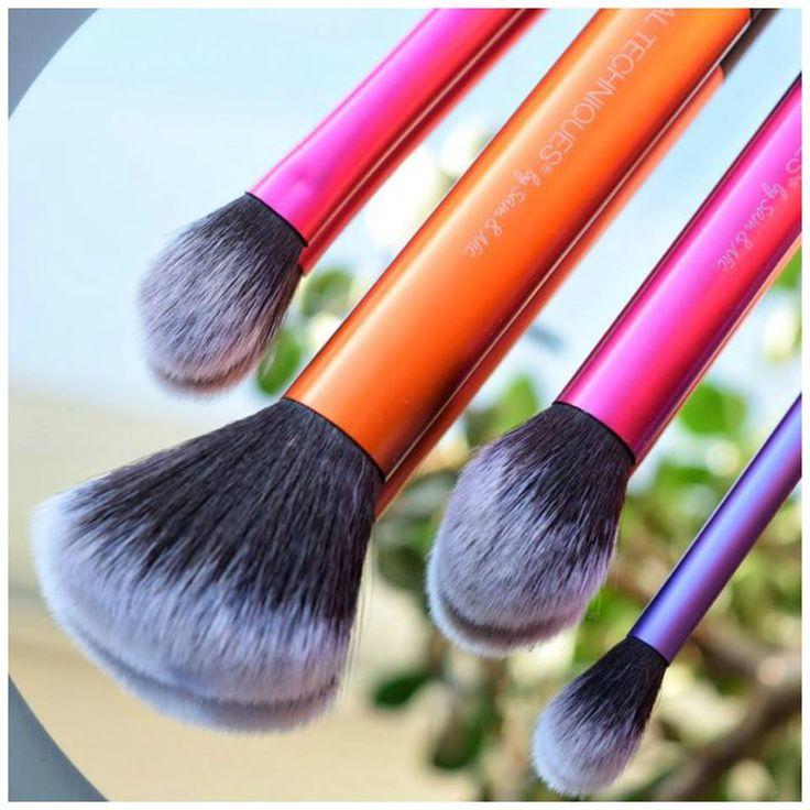 Τα #πινέλα .... σημαντικό εργαλείο για ένα επιτυχημένο μακιγιάζ! #RealTecniques! 😘💝🌺💙 Find Here➡ https://goo.gl/Y1FoDp 💜❤  #beautytestbox #beautytestboxeshop #GreekEshop #cosmetics #beautybloggers #BeautyinGreece #Greece #beauty #facecare #musthave #beautyproducts #stipllingbrush #PowderBrush #ShadingBrush #insta_makeup #instadaily #picoftheday #ShippingToCyprus