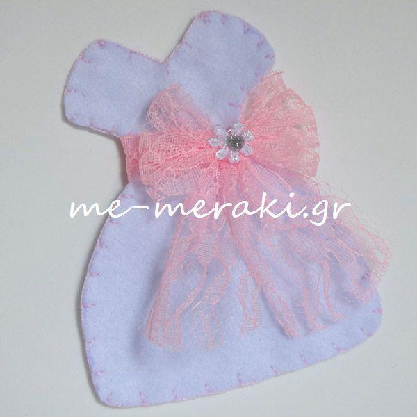Χειροποίητη μπομπονιέρα βάπτισης, φουστανάκι (12,5 cm), τσόχα, με δαντελένια ζώνη και διακοσμημένο με μαργαριτούλα και glitter.Handmade mpomponiera Me Meraki Mpomponieres Χειροποίητη μπομπονιέρα βάπτισης, φορεματάκι τσόχα. Με Μεράκι Μπομπονιέρες www.me-meraki.gr Μπομπονιέρες Βάπτισης Μπομπονιέρα Βάπτισης ΥΦ037-Γ
