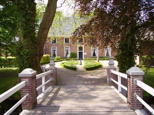 Mensinge is een havezate bij Roden in de provincie Drenthe. Het huis, dat tot 1985 bewoond was, is nu zichtbaar als museum. Bij de havezate hoort ook een groot bos, het Mensingebos.