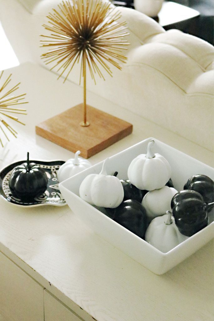 modern halloween decorations black and white pumpkins