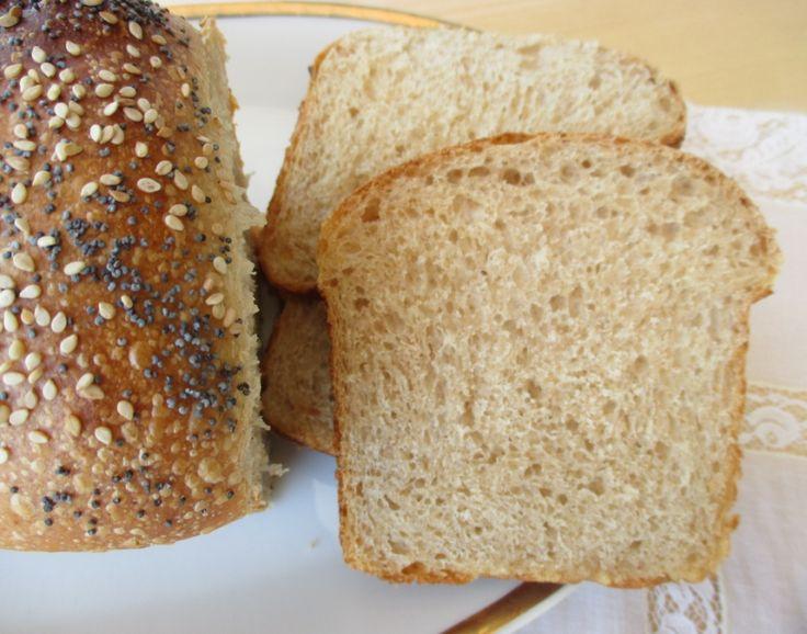 Oggi vi propongo un sofficissimo pan bauletto integrale, completamente integrale! Esatto, non ci sono farine raffinate e ciònonostante ho ottenuto u