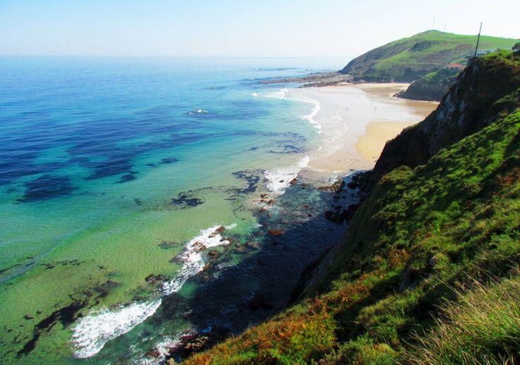 La playa de Vidiago, conocida también como Novales o Bretones, se encuentra rodeada de gran riqueza ambiental y cultural. #LLanes  #Asturias.