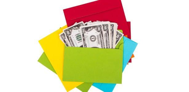 Método dos 10 envelopes ajuda a cortar gastos e a guardar dinheiro todo mês