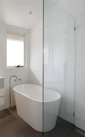 Note position of bath in relation to shower screen