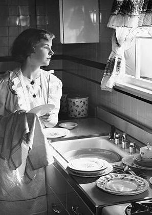 +~+~ Vintage Photograph ~+~+ Young Mother doing dishes