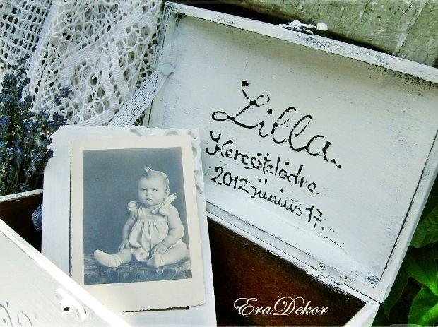 Provencei-i antikolt festett keresztelő doboz névvel, dátummal. Fotó azonosító: KERDOB04