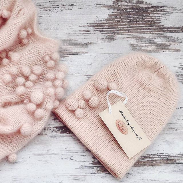 WEBSTA @ morozova_ja - Всем доброе утро!!!))) Сегодня на завтрак двойная вязаная шапочка из  итальянского кид-мохера, шелка и мериноса.Связана на заказ!#вязанаяшапка #вязанаякофта #мохероваяшапка #вязаныйсвитер #knitting #knitwear #knit
