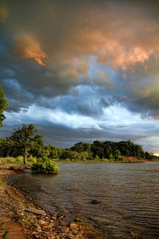 The enchanting skies over Lake Eufaula are just one of the many things that make it a great vacation destination in Oklahoma.
