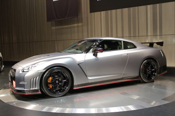 2015 Nissan GT R front angle image view 600x399 2015 Nissan GT R
