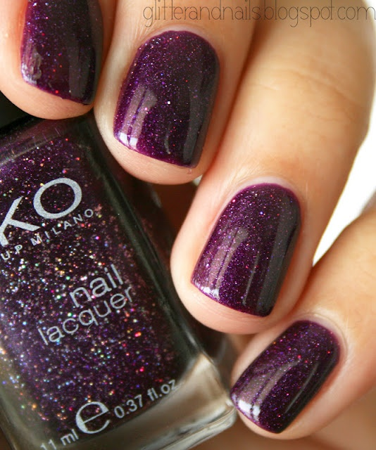 I like the glitter here, it's not too visible..Glitter and Nails: Kiko