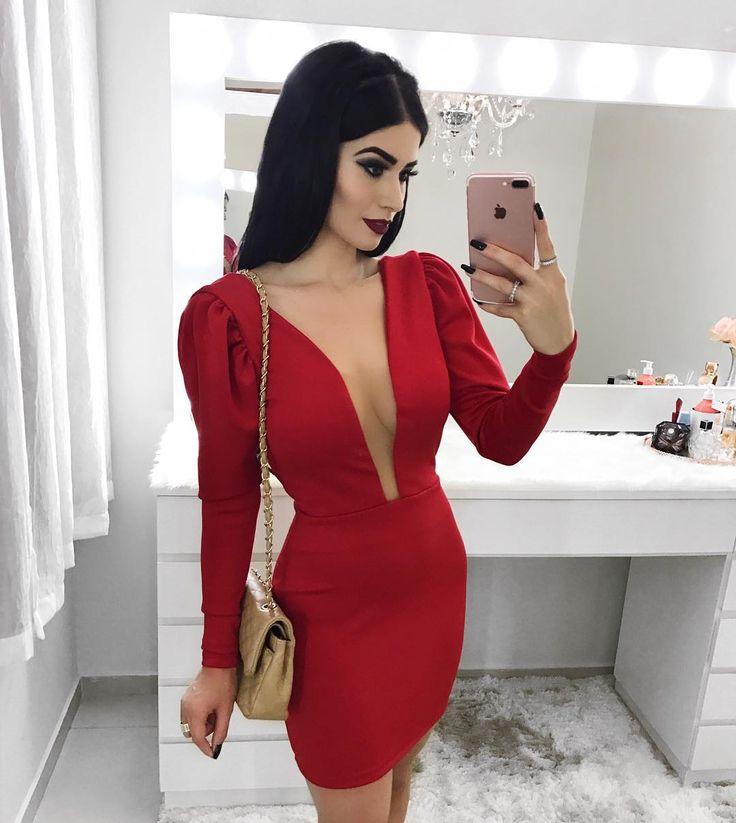 Vestido vermelho./Veja esta foto no Instagram @vanessaborellii