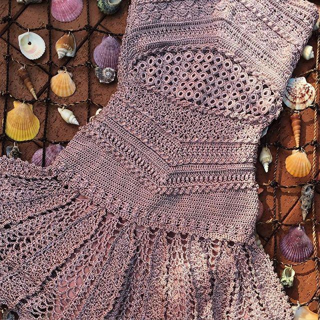 Vanessa Montoro Style. Handmade. Платья вязаные крючком. Одежда. Мода. Узоры. Цвета. Crochet dresses. Clothing. Fashion. Patterns. Colors. Háčkování šaty. Oblečení. Móda. Háčkovací vzory. Barvy.