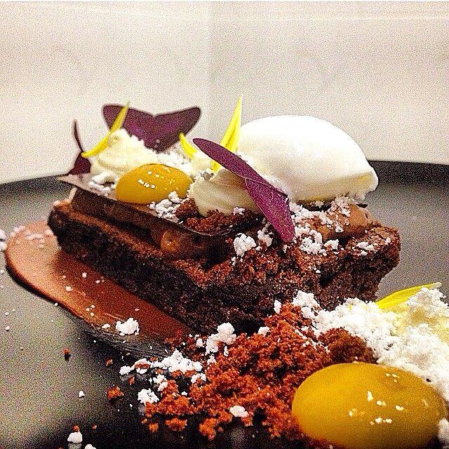 Близится похолодание... И наш новый десерт шоколадный Брауни с кокосом согреет вас и поднимет настроение. Рекомендую к чашке кофе  друзья:) #bellini #krd #foodfoto #foodporn #foodblogger #foodstyling #gastroart #chefsroll #chefstalk #theartofplating #краснодар #чтогдеестьвкраснодаре #чтогдеестьвсочи #беллини #brauni #шоколад #брауни by valeryporyadin