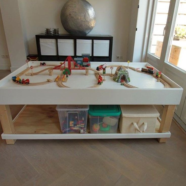 Stoere houten speeltafel