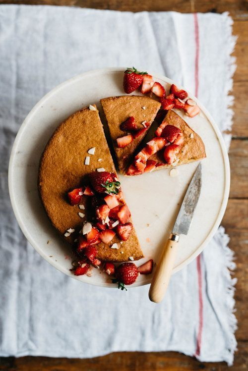 flourless almond cake w/ kombucha macerated berries & a brunch | dolly and oatmeal